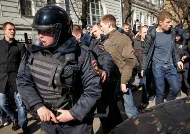 « Les adolescents russes descendus dans la rue doivent être pris au sérieux », par Françoise Daucé