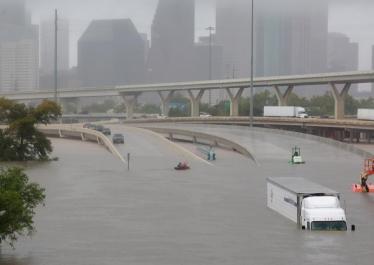 « Etats-Unis: le Texas noyé sous les eaux de la tempête Harvey », avec Romain Huret