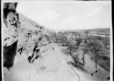 Charles Nouette, « Dunhuang, vue de la vallée, prise de la grotte » (1908)