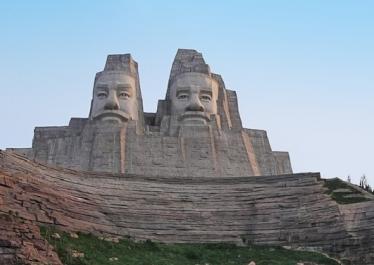 Les empereurs Yan et Huang, Henan (Chine) - © Creative Commons