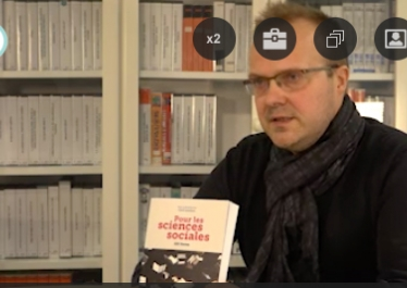 """Capture d'écran de la vidéo Cyril Lemieux présente le livre """"Pour les sciences sociales. 101 livres""""  publié aux Éditions de l'EHESS"""